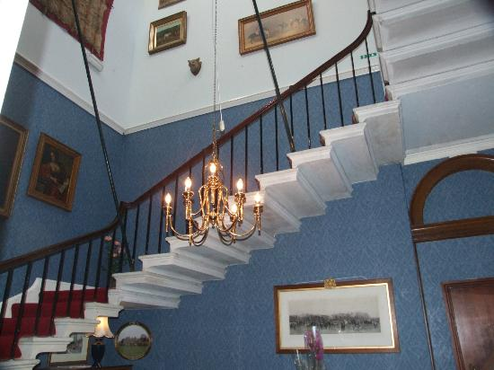 Cantilever Staircase (sp?) - Picture of Hartforth Hall Hotel