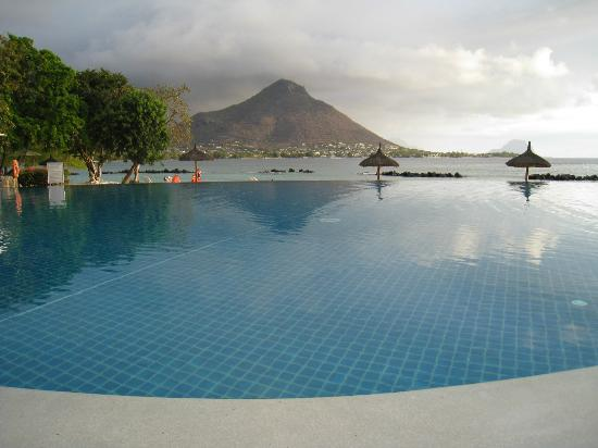 Sands Suites Resort & Spa : Infinity pool