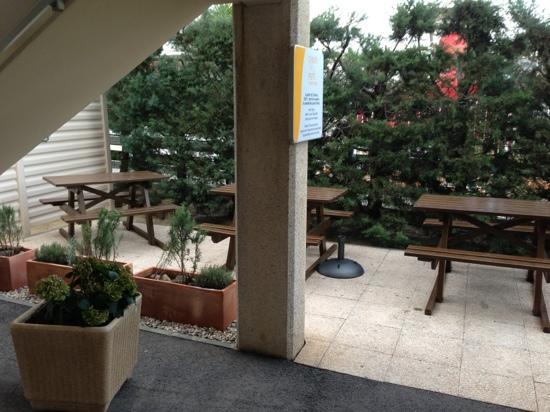Hotel Première Classe Perpignan Sud : terrasse pdj