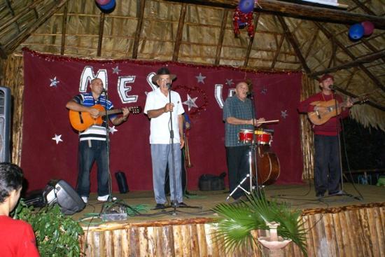 Restaurant La Cueva: musica tradicional cubana