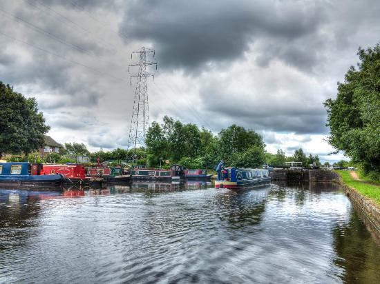 Sheffield and Tinsley Canal Trail: A barge goes through the Tinsley locks