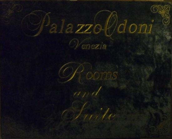 Palazzo Odoni: Sign within inner-hallway entrance