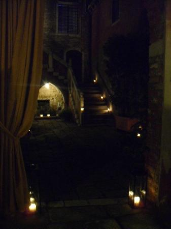 Palazzo Odoni: Courtyard entrance