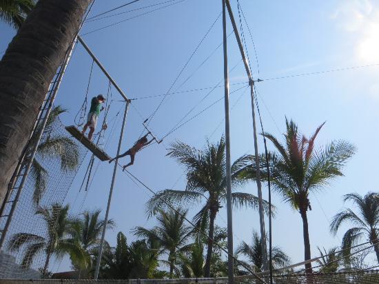 Club Med Ixtapa Pacific : Trapeze for Mini Club