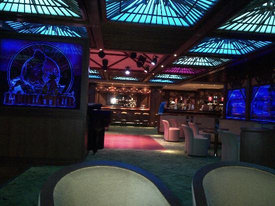 Hotel Tiama : Une vue du piano/bar