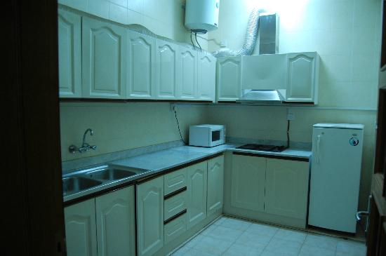 Esra Hotel Apartments: Kitchen/dining with gas, MW, basic utencils you would need