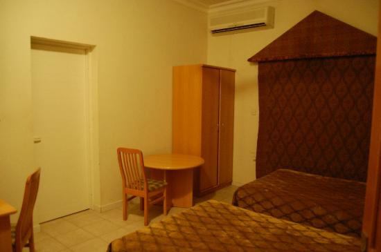 Esra Hotel Apartments: Nice spacious rooms, there are 2 like this in an aptmnt.
