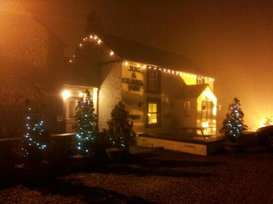 The Jug and Glass Inn: Jug & Glass on a misty night