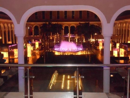 Gran Melia Palacio de Isora Resort & Spa : fountoun show still not worth he money