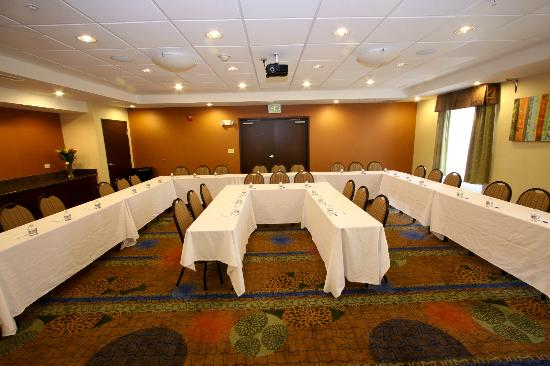 Holiday Inn Express Hotel Amp Suites Chicago Algonquin Il