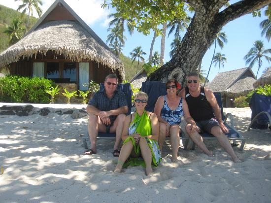 Sofitel Moorea Ia Ora Beach Resort: The tree between fares 417 and 419. Plenty of shade, and just three metres from the water!!