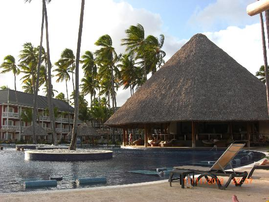 Barcelo Bavaro Beach - Adults Only: Pool und Strand Bavaro Beach