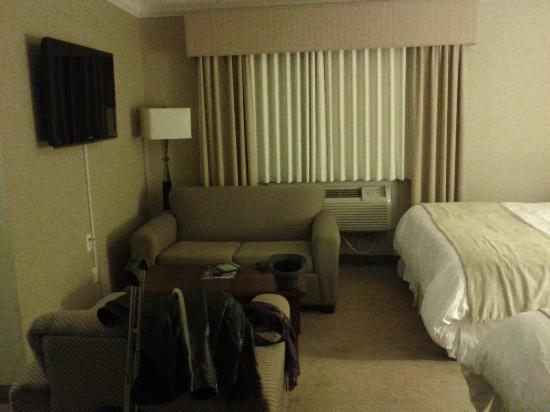 Ramada Plaza Toronto Downtown: Living area