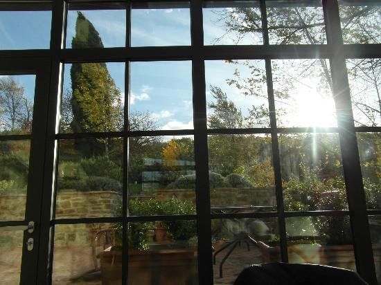 La Tavola dei Cavalieri: Dall'interno della veranda