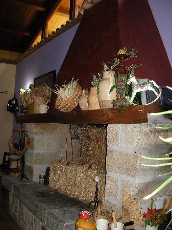 La taverna dei briganti: Il meraviglioso ed imponente camino.