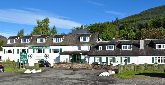 Clachan Cottage Hotel: Front of hotel