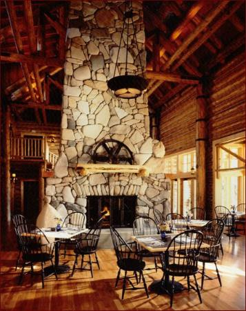 Freestone Inn: Lobby and dining room features a floor to ceiling river rock fireplace