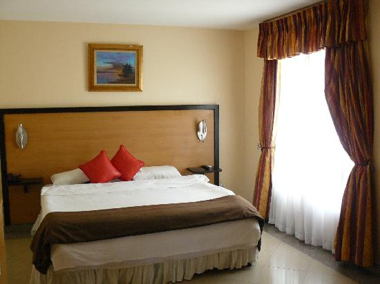 La Cour Hotel Cooper: King size beds in all suites