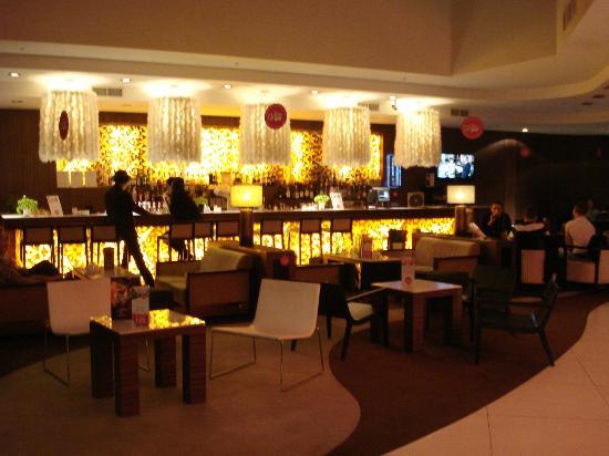 Tallink Hotel Riga: Il bar nella hall