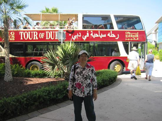 Winchester Hotel Apartments: The Big Bus at The Palm Jumeirah