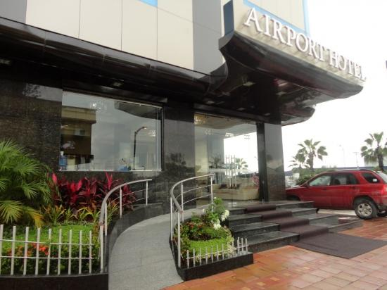 Airport Hotel: Entrance
