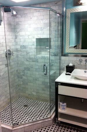 El Cortez Cabana Suites: bathroom with custom stall shower