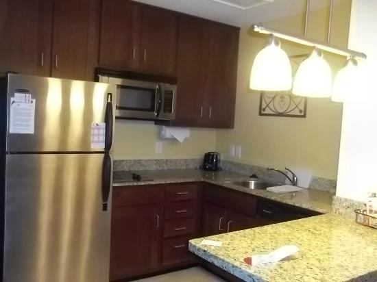 Residence Inn by Marriott Saginaw: Fully Equipped Kitchen Area