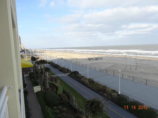 Holiday Inn Express Hotel & Suites Virginia Beach Oceanfront: Looking North from the 3rd fl balcony