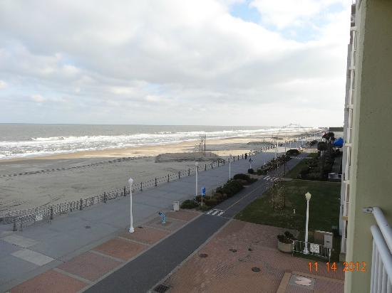 Holiday Inn Express Hotel & Suites Virginia Beach Oceanfront: Looking South from the 3rd fl balcony