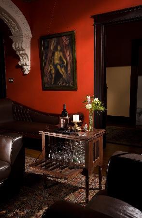 Canal Street Inn: Wine table