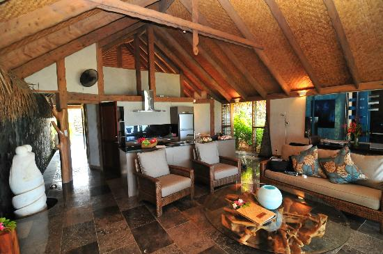 Aitutaki Escape: Kitchen/living area