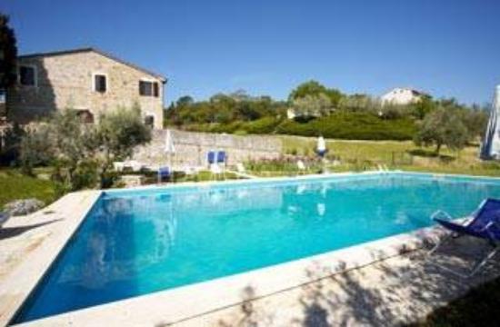 Agriturismo Casa Vacanze La Mandorla: pool