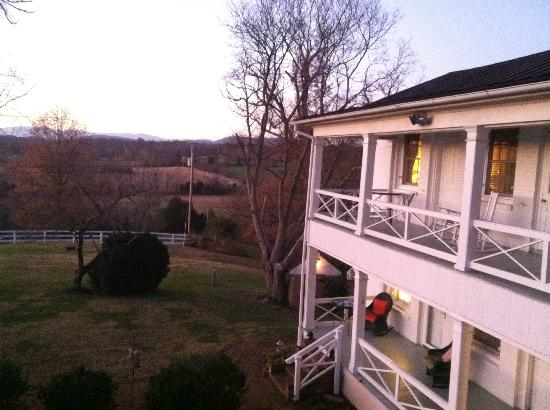 Inn at Meander Plantation: View on balcony off room