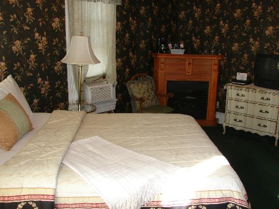 Woodruff House Bed & Breakfast: Johnson Room