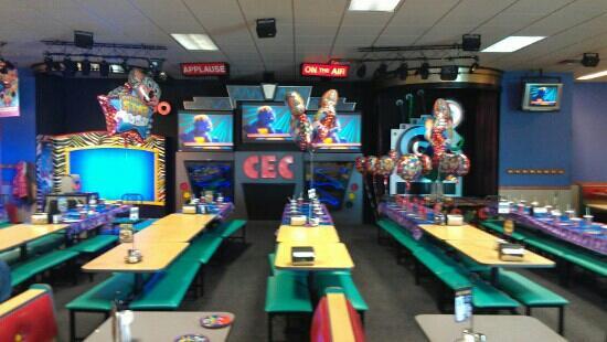 Chuck E. Cheese #874: birthday area