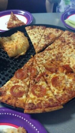 Chuck E. Cheese #874: pizza