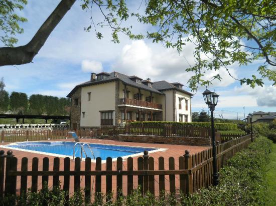 Hacienda Llamabua: Hotel y recinto piscina