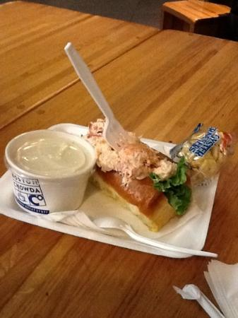 Boston Chowda Co: combo lobster roll/clam chowder