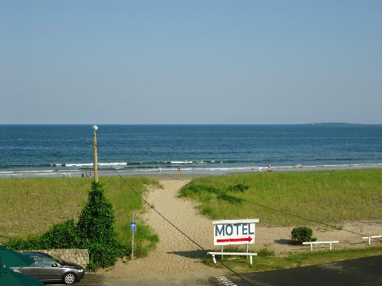 Sea View Motel: right on the beach