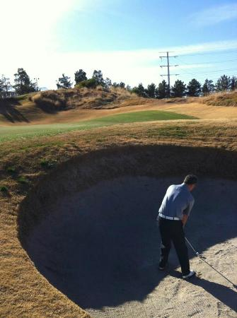 Royal Links Golf Club : 1 of the many bunkers