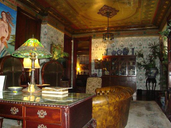 The Parker House Bed and Breakfast: Sitting room
