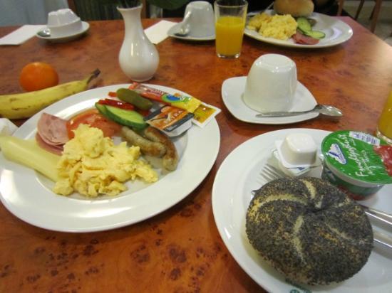 Minerva: breakfast