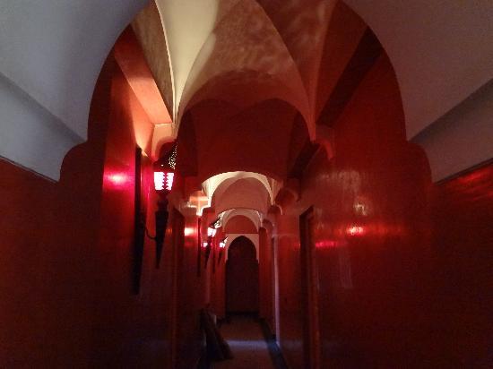 Hotel CTM: アラビアン風の廊下