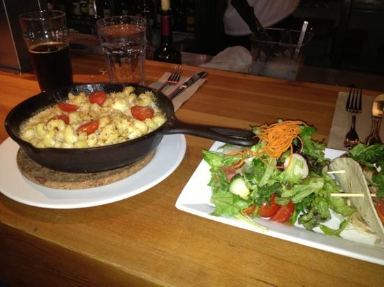 The Bear Street Tavern : yummy Mac and cheese and salad with best fish tacos ever!