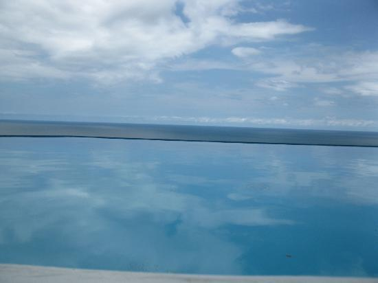 Cristal Azul: The view while swimming in the infinity pool