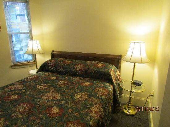 Oasis Guest House Bed and Breakfast: Room 205