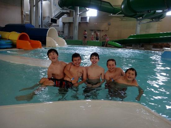 King's Pointe Waterpark Resort: Boys by the lazy river