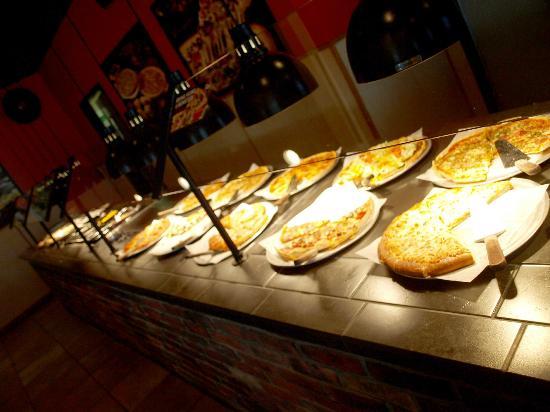 Pizza Inn: Lotsa Pizza - and Free WIFI too!!