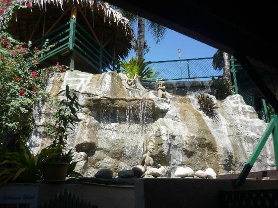 King Solomon Hotel: Waterfall coming from pool