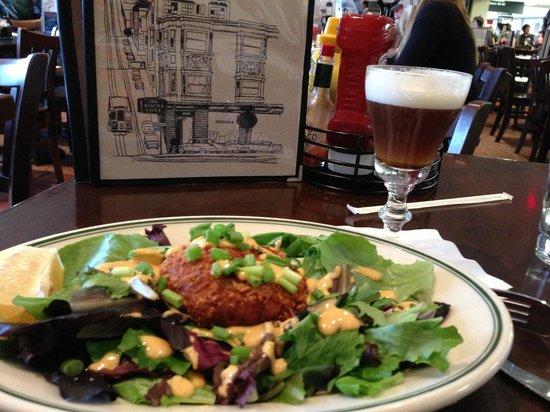 Buena Vista Cafe: Starter- Crab cake on greens. Pacific crab